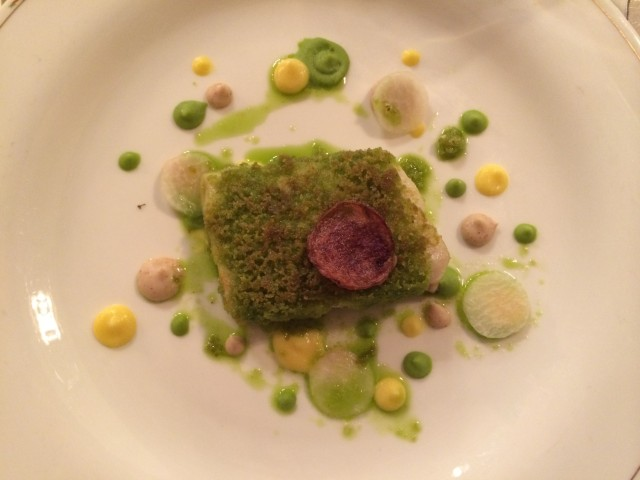 Fillet of pike perch with chervil crust, vegetable creams and kohlrabi